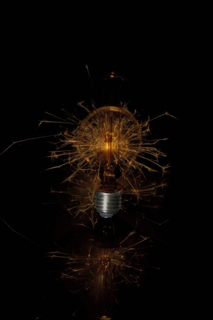 Ergebnis: Funken sprühende Glühlampe